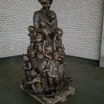 Verhuizing van het beeld van 'Tante Truus' van Waardenburg naar Alkmaar